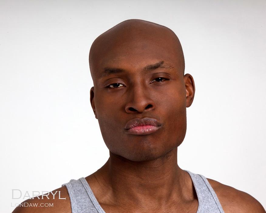 Model Darryl in gray athletic shirt