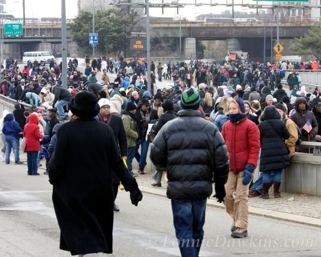 crowd leaving Obama inaugurations via walking on highway