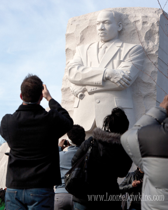 Martin Luther King Jr.National Memorial - people taking pictures of the Stone of Hope